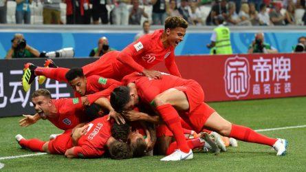 Permalink to Românii, noaptea şi fotbalul