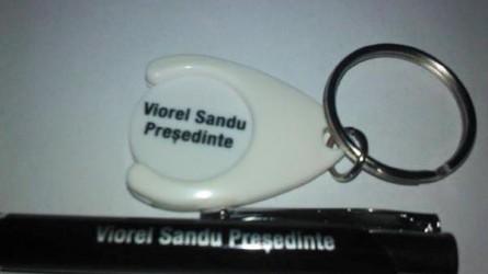 Permalink to Lansare de candidatura la AMFB, Sandu Viorel le-a dat alegatorilor brelocuri cu fise pentru carutul de la Cora :))