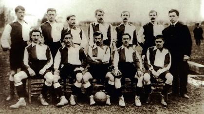 115 ani ţinuţi în bască